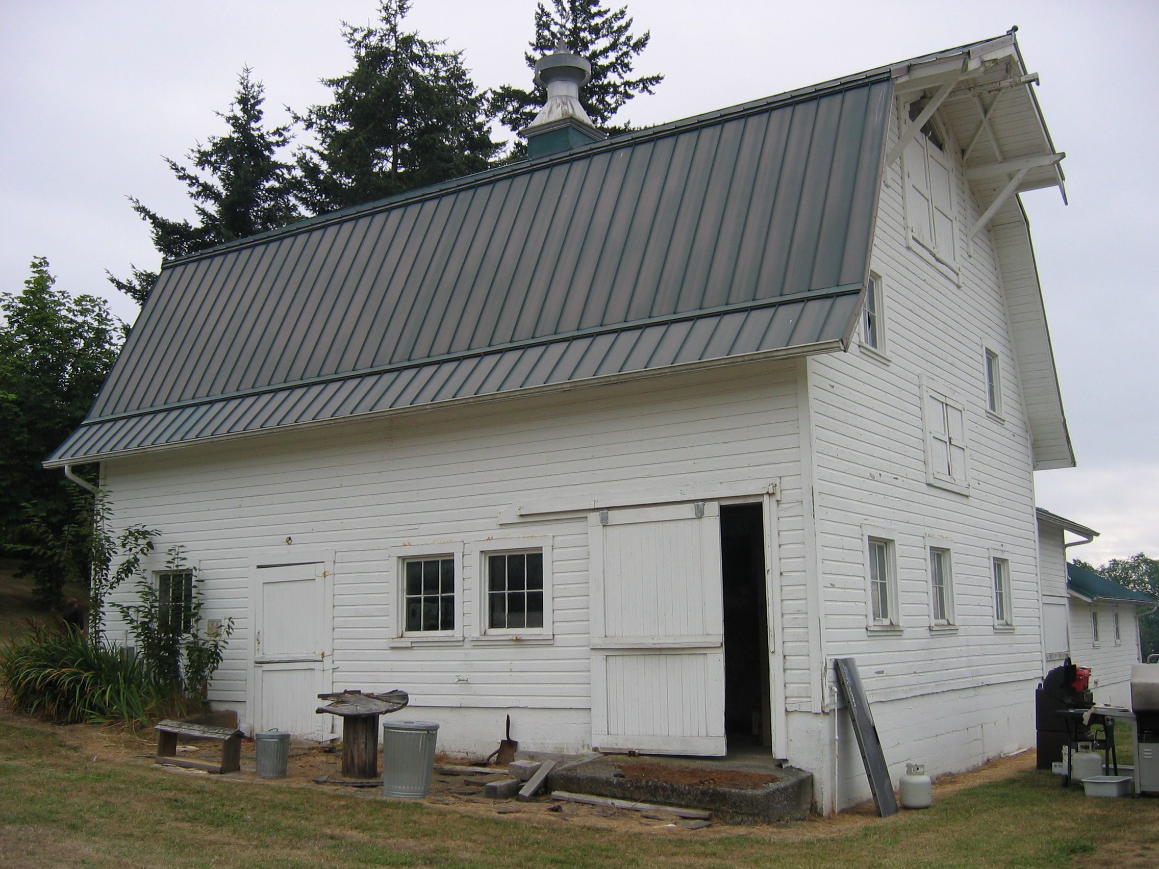 Gambrel historic barns of the san juan islands for Gambrel barn house